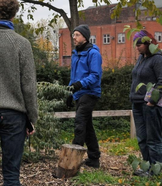 Niels Cornfield in an urban garden talking with pupils