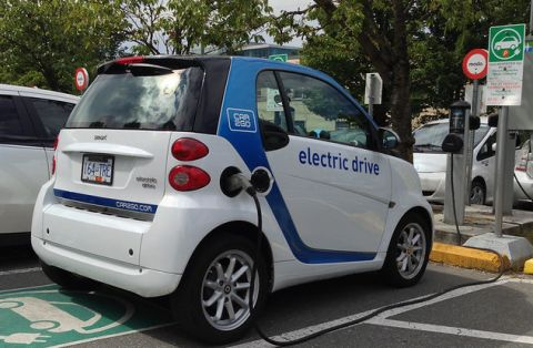 Electric car club. Photo: Car2Go Electric Car Sharing by pwkrueger CC BY-NC 2.0